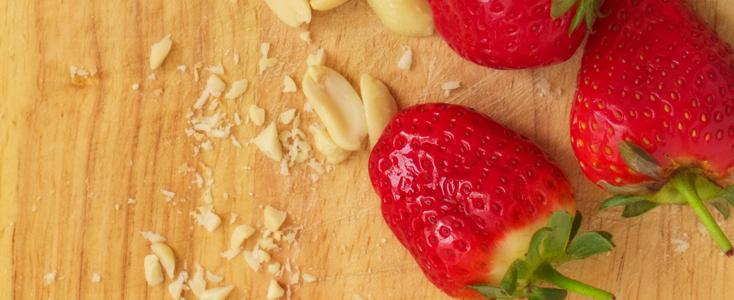 Peanut Butter Crunch Strawberries
